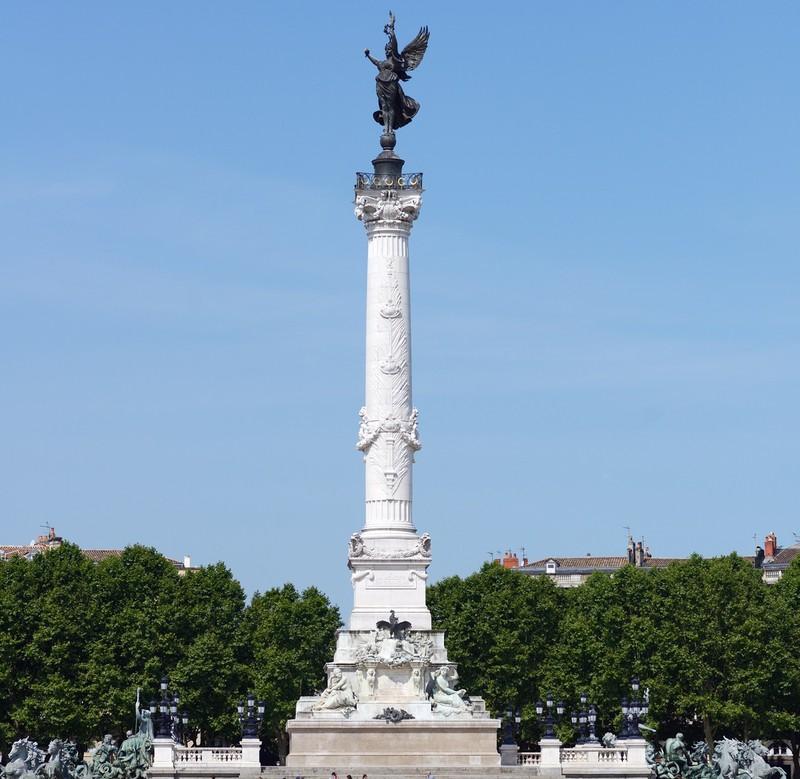 statue in bordeaux france